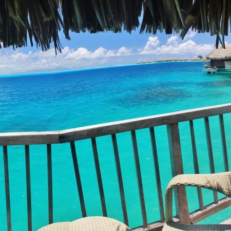 Vue depuis un bungalow sur pilotis de l'hôtel Maitai Bora Bora