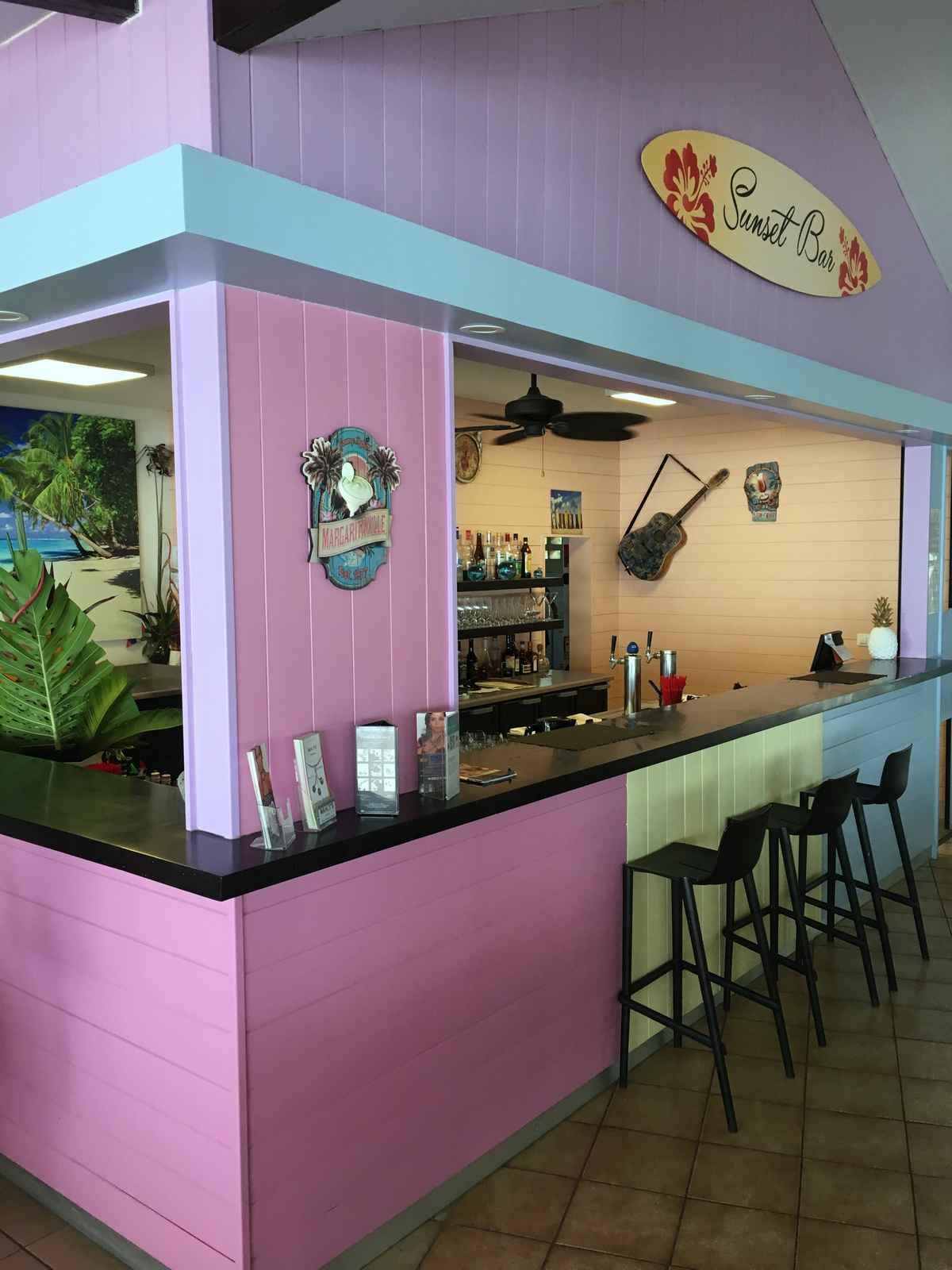 le sunset bar au restaurant l'hôtel hibiscus à Moorea